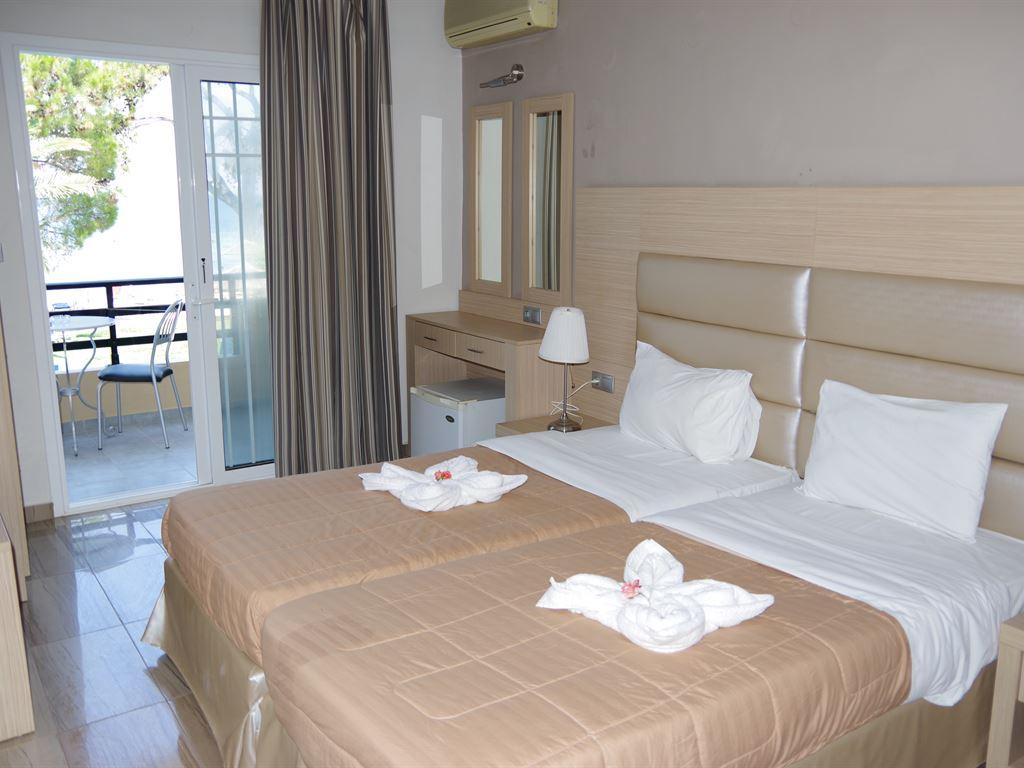 Rachoni Beach Hotel: Deluxe Room