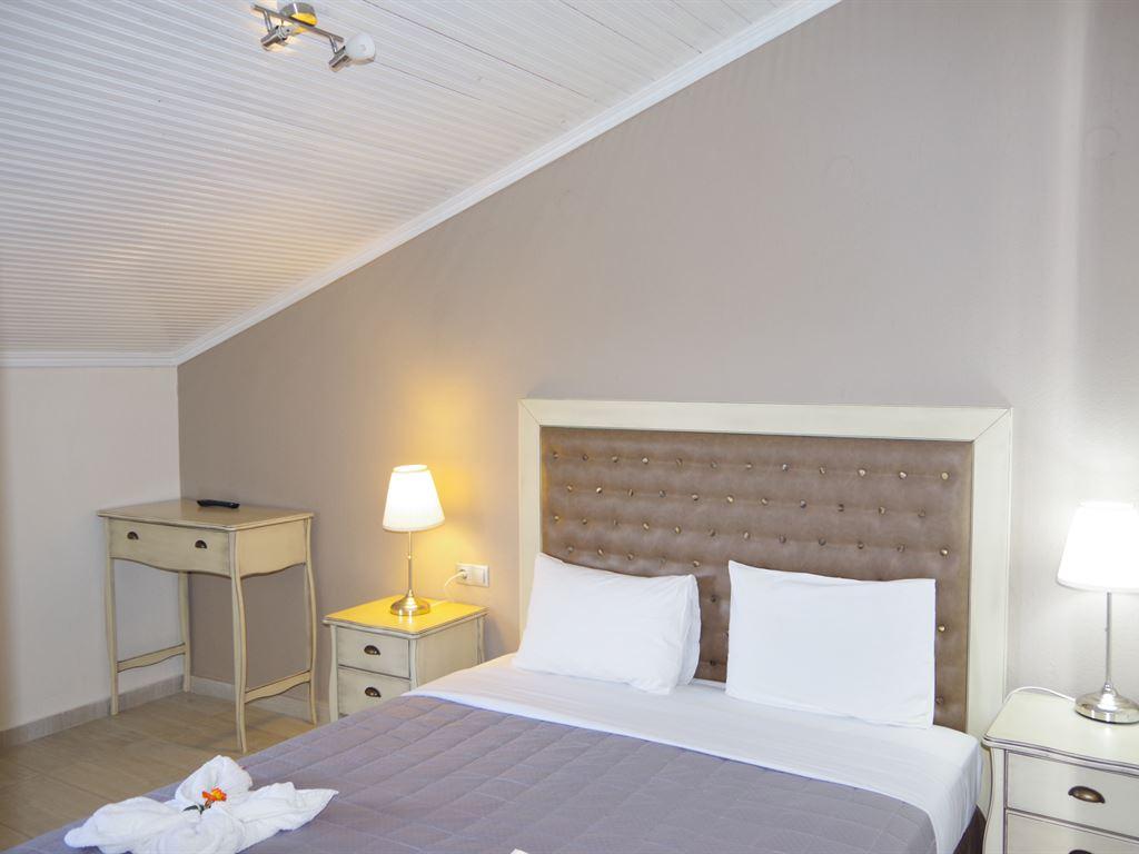 Rachoni Beach Hotel: Family Room