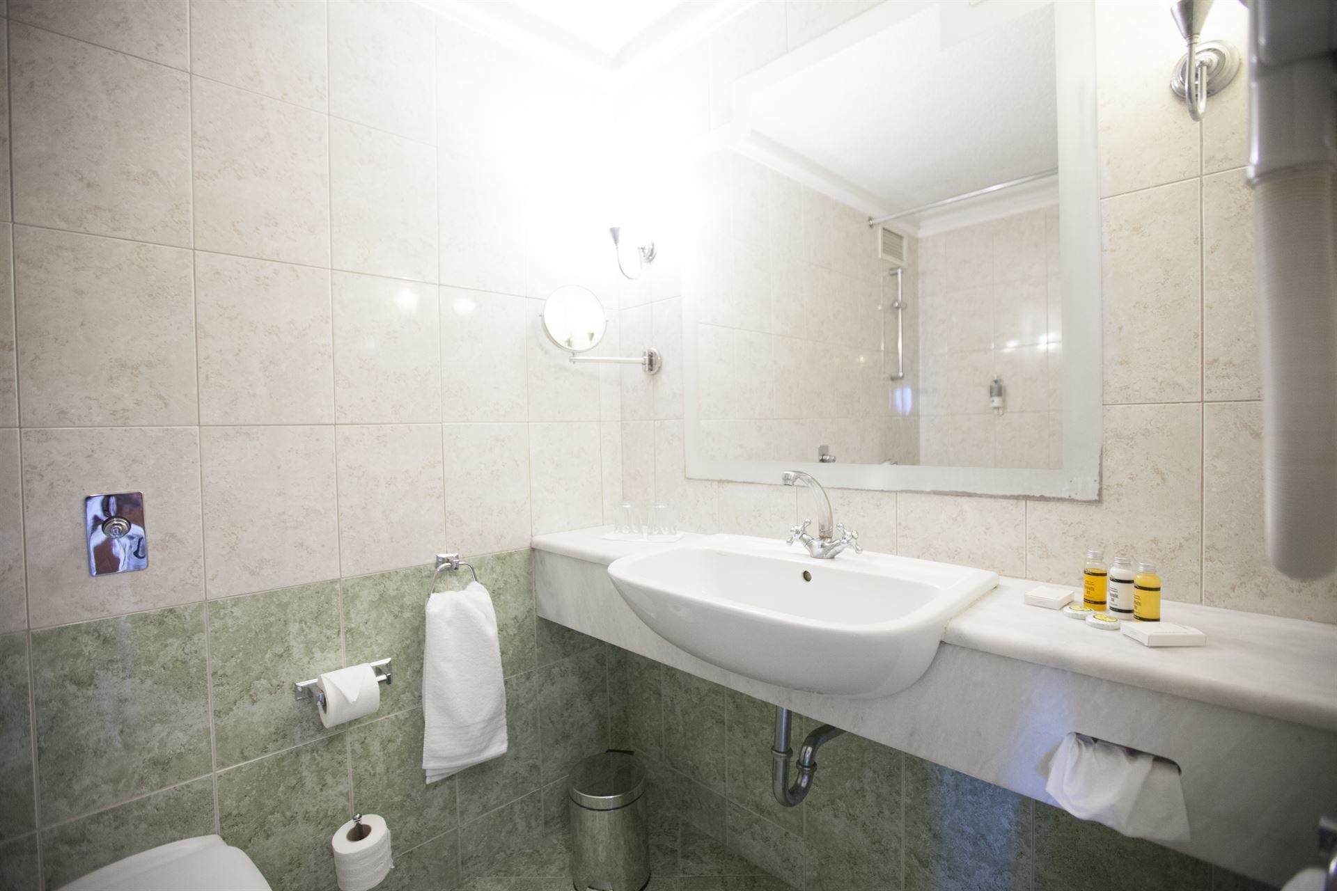 Athos Palace Hotel: Bathroom
