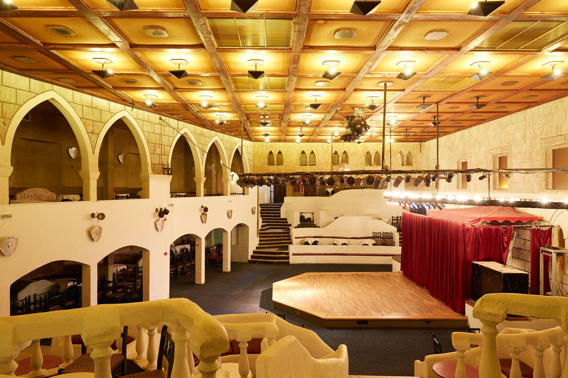 Athos Palace Hotel: night club