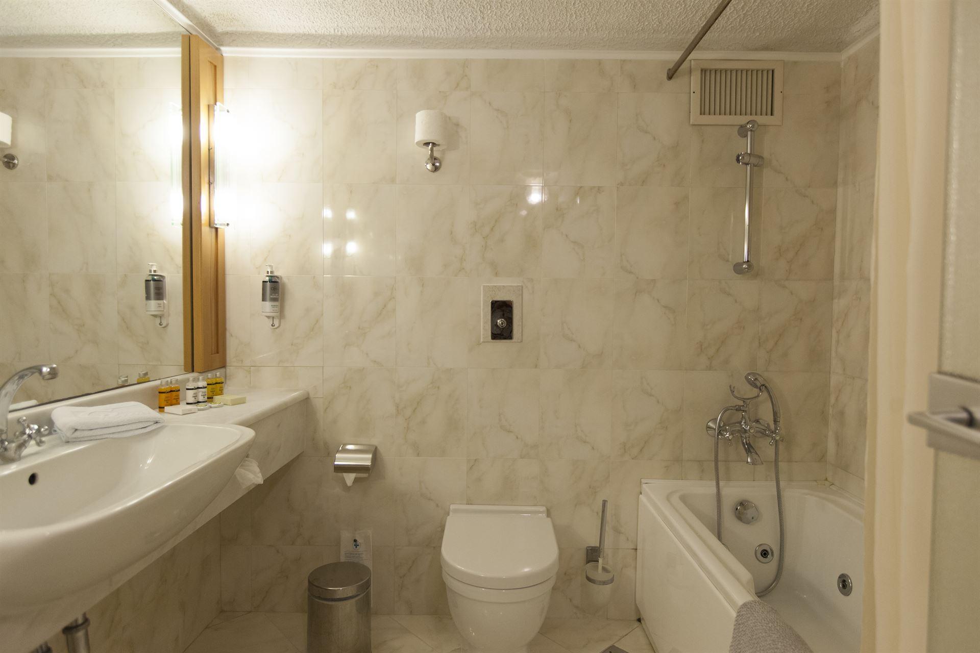 Athos Palace Hotel: Superior Suite Bathroom