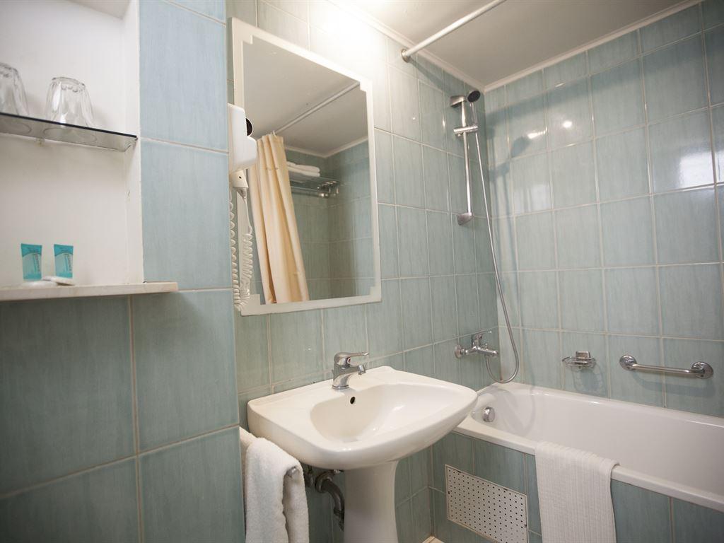 Macedonian Sun Hotel: Double Room Bathroom