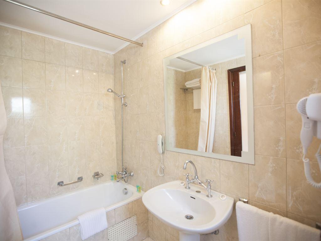 Macedonian Sun Hotel: Bathroom Suite