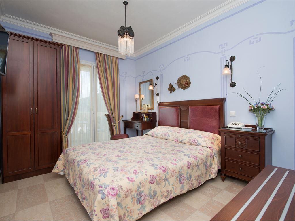 Enavlion Hotel