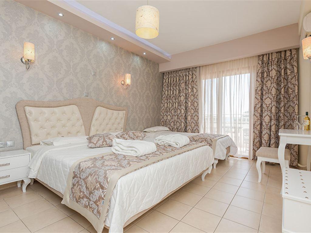 Maranton Beach Hotel: Superior Room
