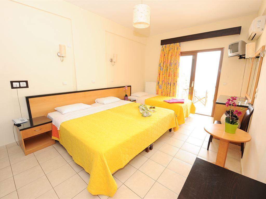 Maranton Beach Hotel: Triple Room