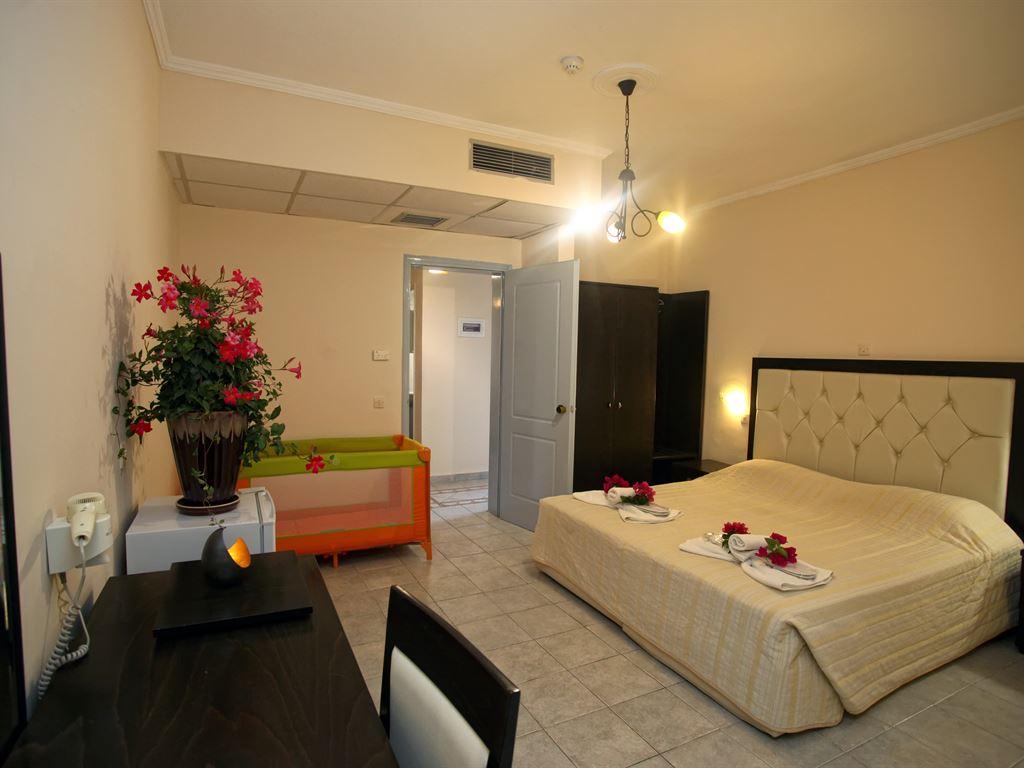 Tresor Sousouras : Double Room