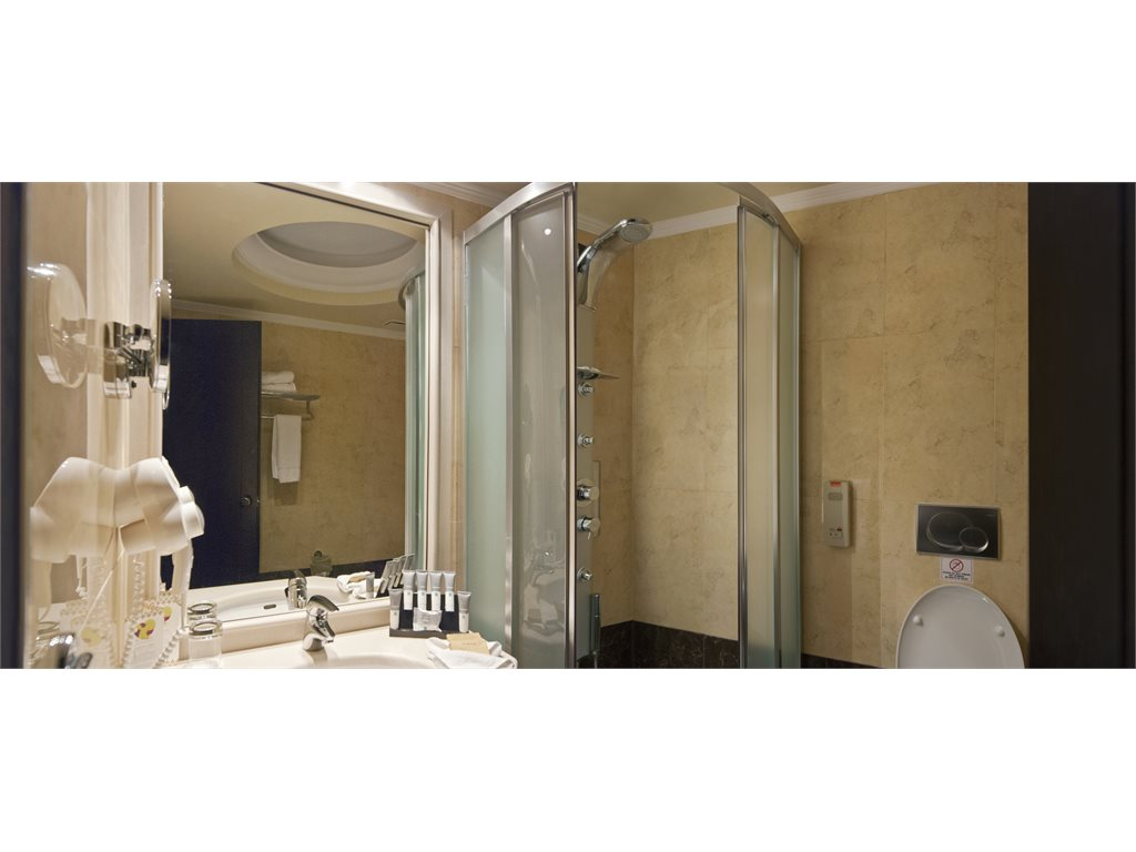 La Marquise Luxury Resort Complex: Bathroom