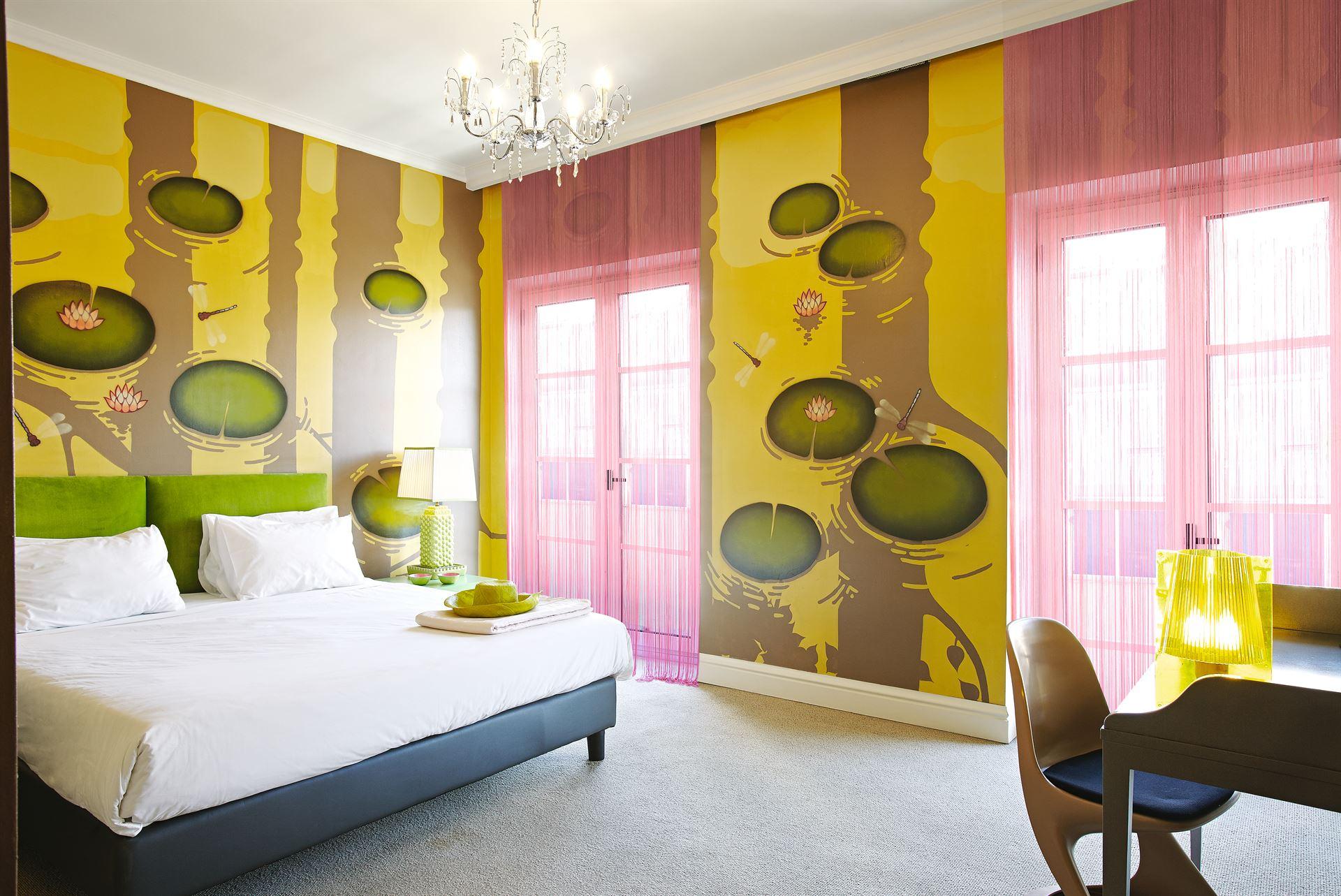 Pallas Athena Grecotel Luxury Boutique Hotel  : Premium Graffiti Guestroom