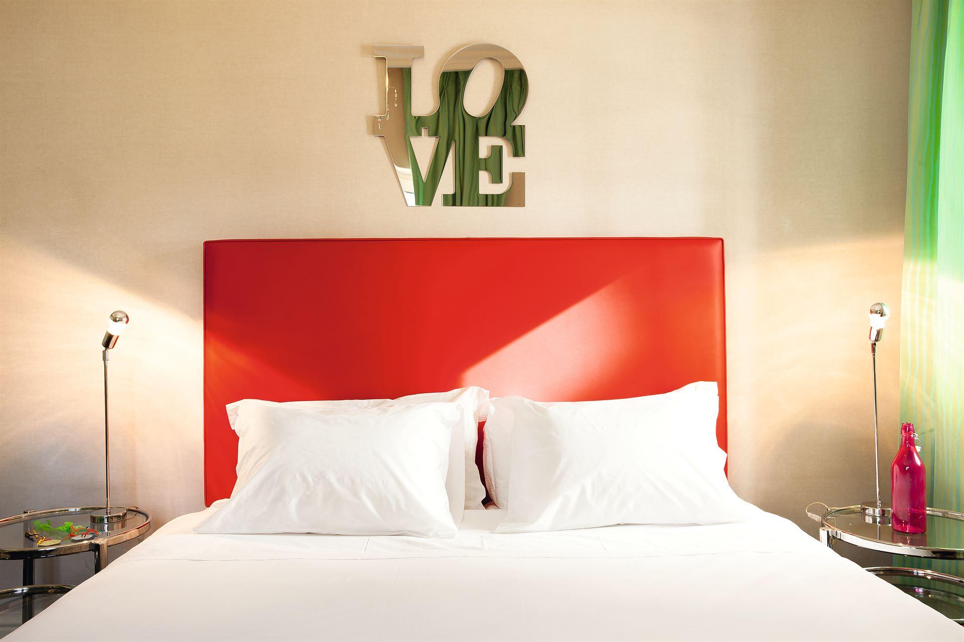 Pallas Athena Grecotel Luxury Boutique Hotel  : Graffiti Artt  Guestroom