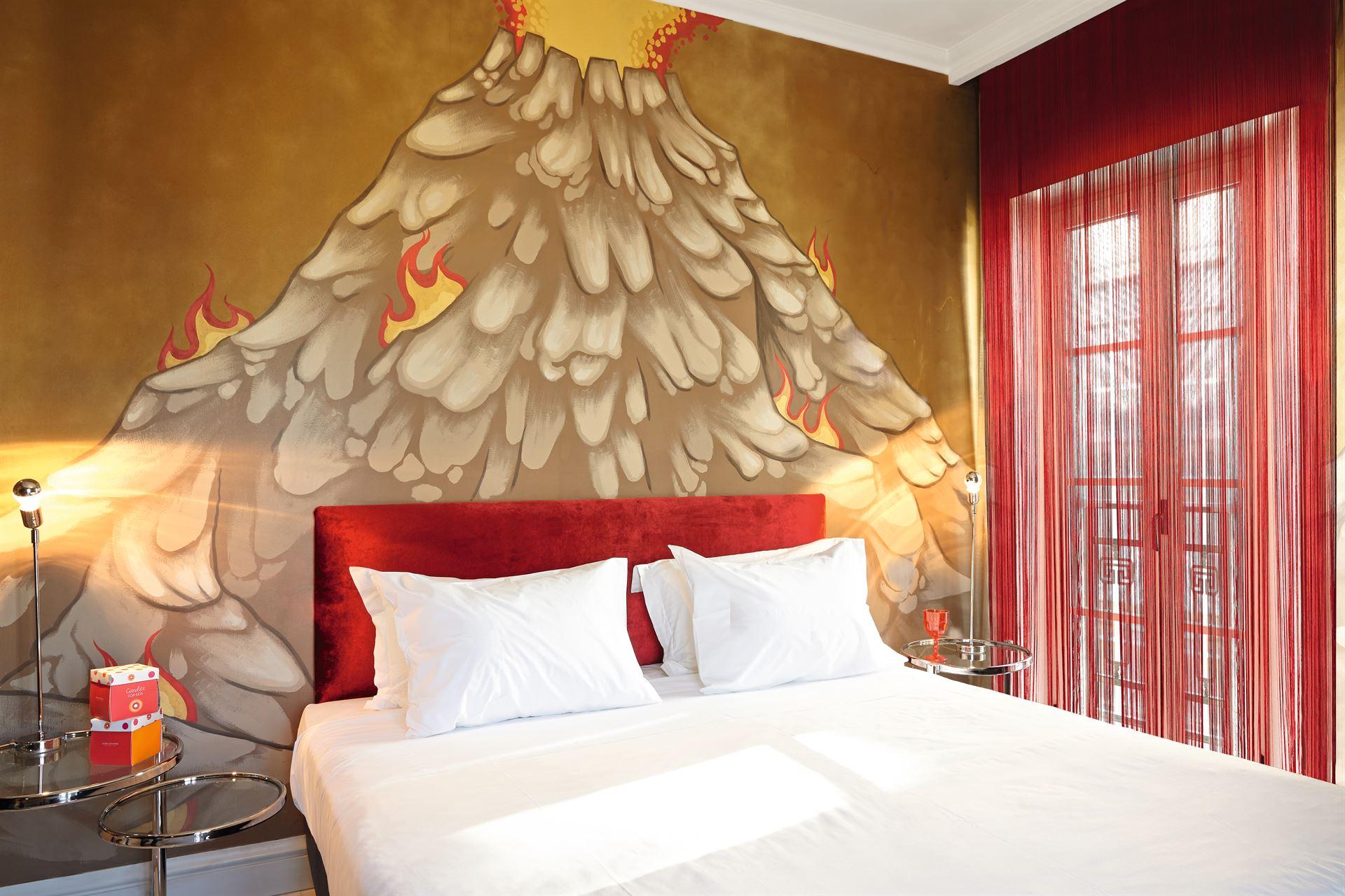 Pallas Athena Grecotel Luxury Boutique Hotel  : Graffiti Art Guestroom