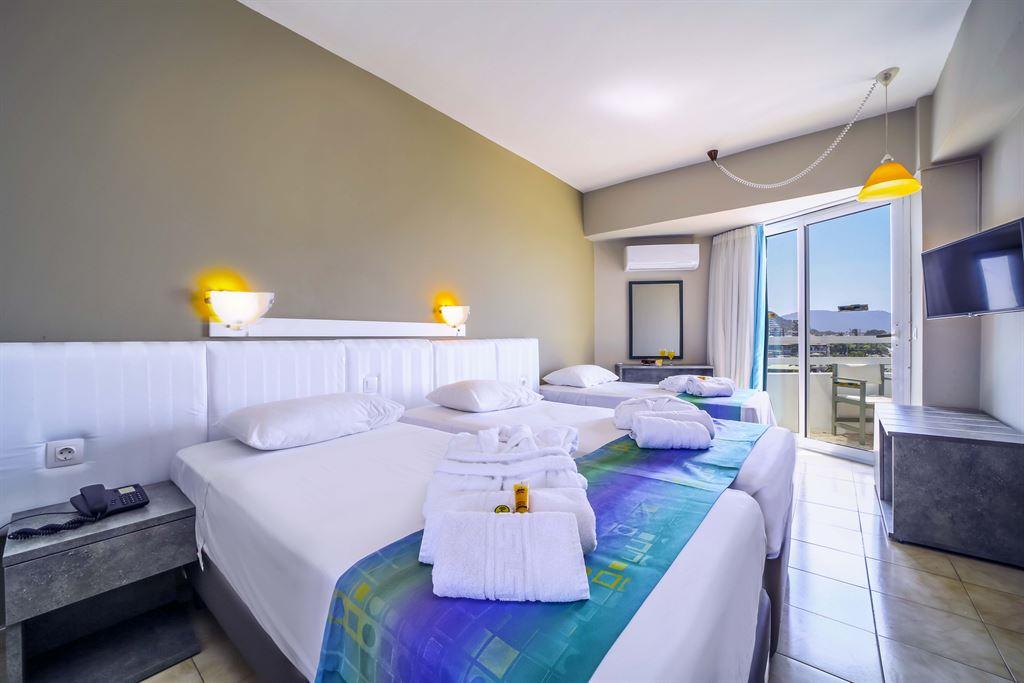 Lito Hotel : Triple