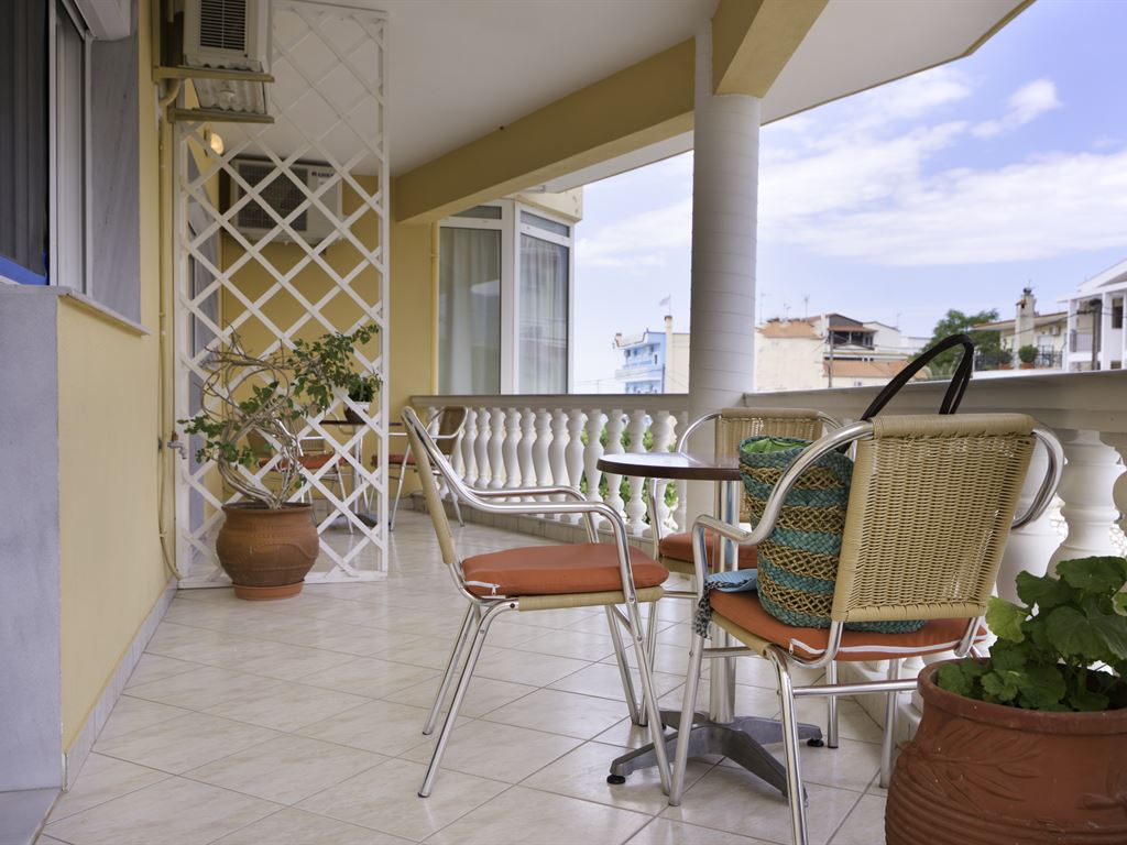 Asterias Hotel: Land View Veranda