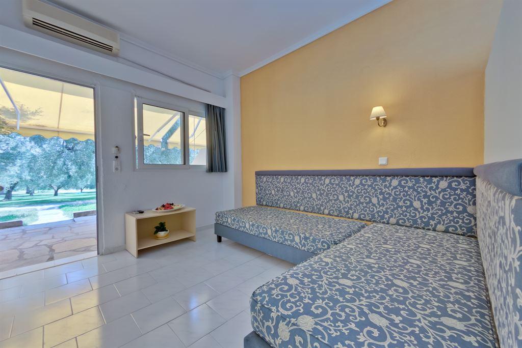 Mendi Hotel: Family