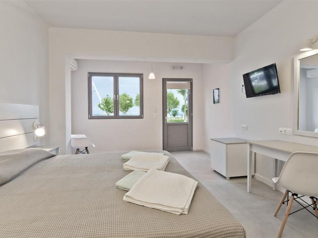 Gregory Peck Apartments & Studios