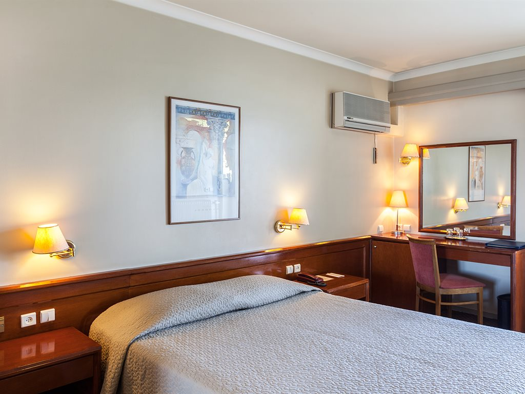 Coral Hotel Athens: Double/Triple