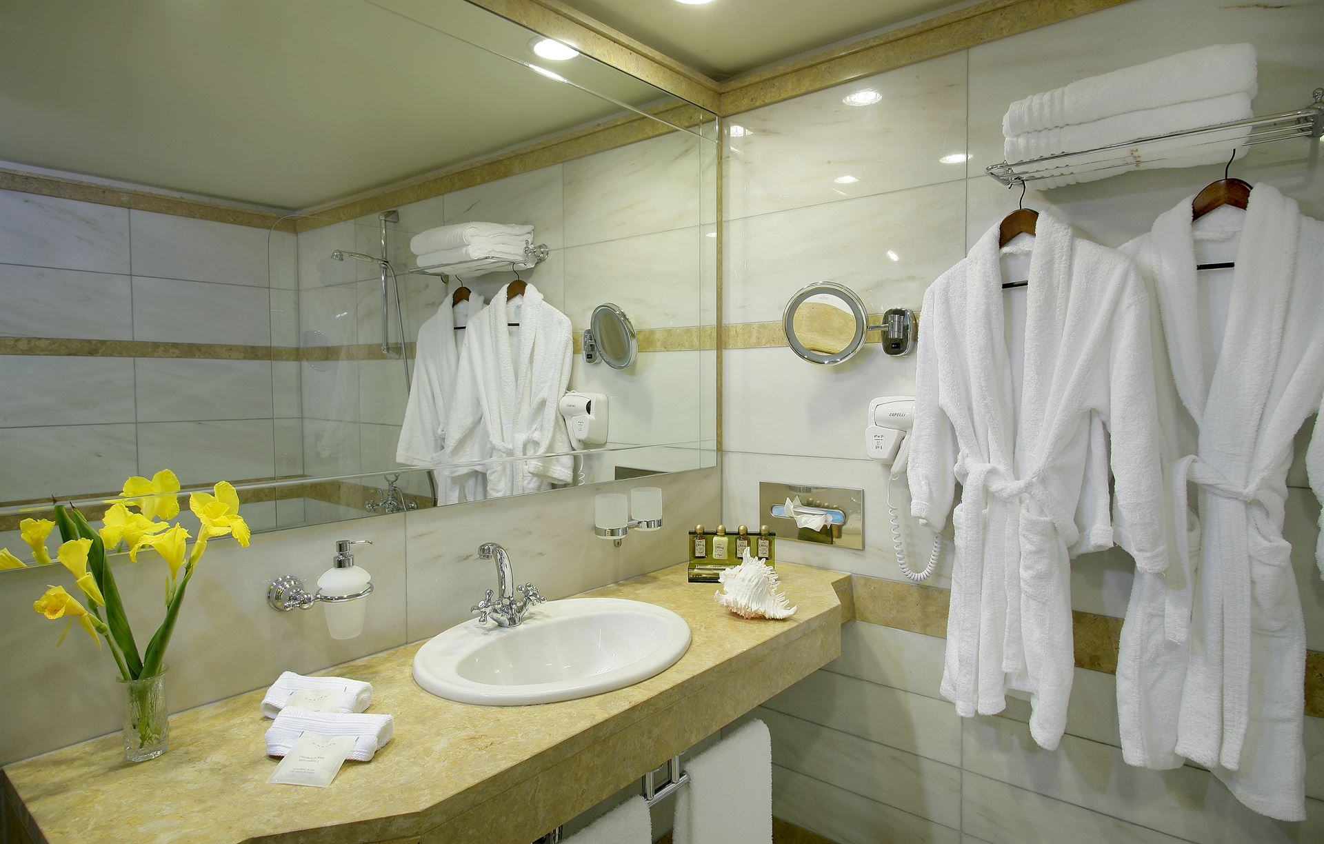 Theophano Imperial Palace: Deluxe Bathroom