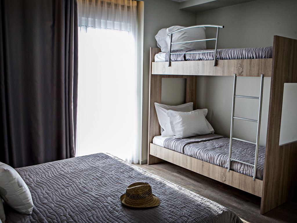 Olympic Star Hotel: Family Room Bunk Beds