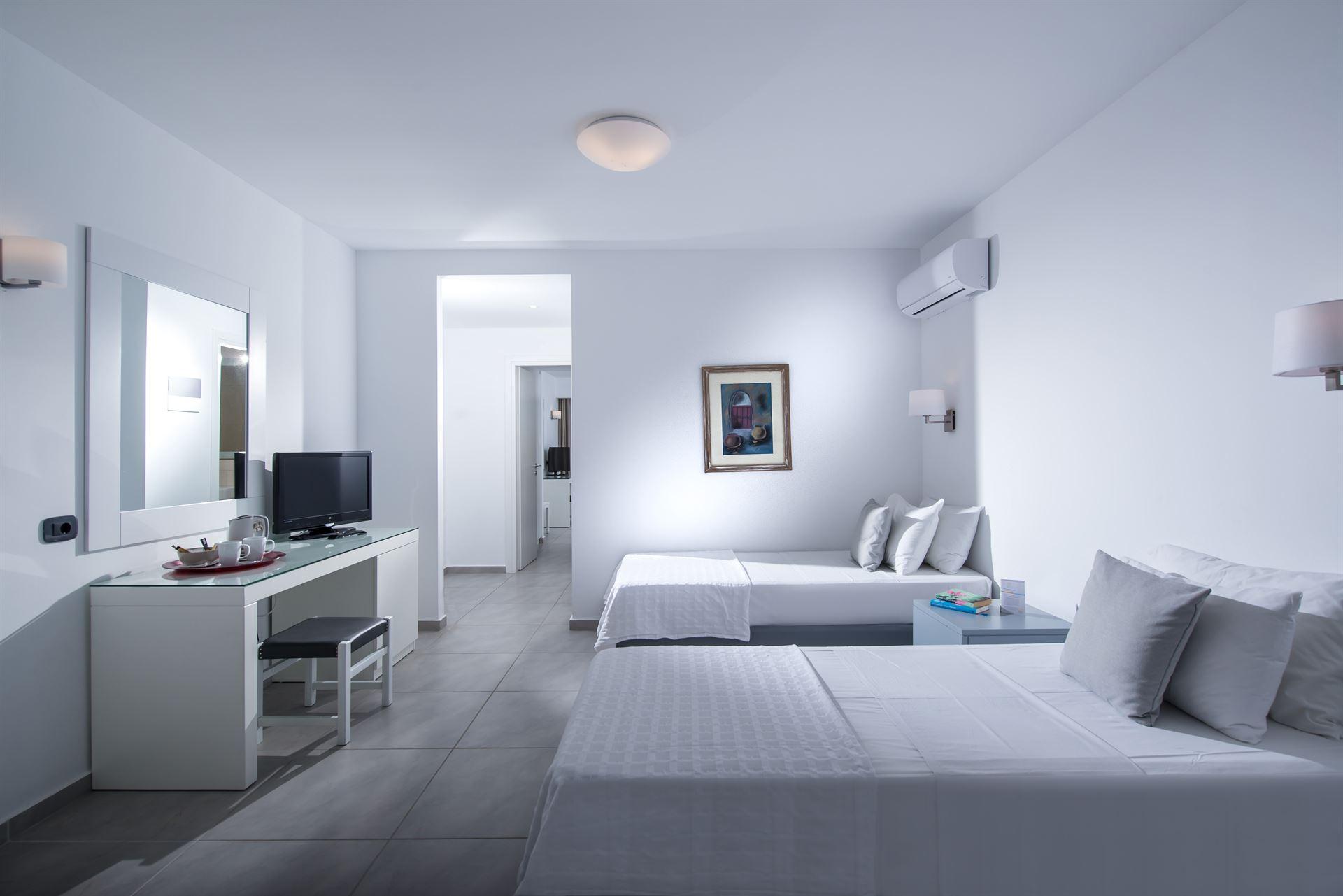 Peninsula Resort & Spa : Family Suite
