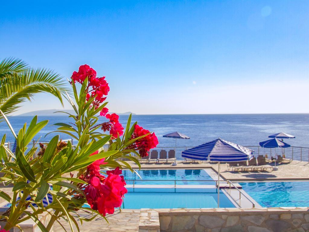 Peninsula Resort & Spa : Sea Water Pool