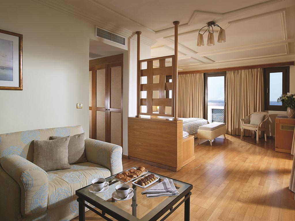 Aldemar Knossos Villas : Junior Suite Sharing Pool