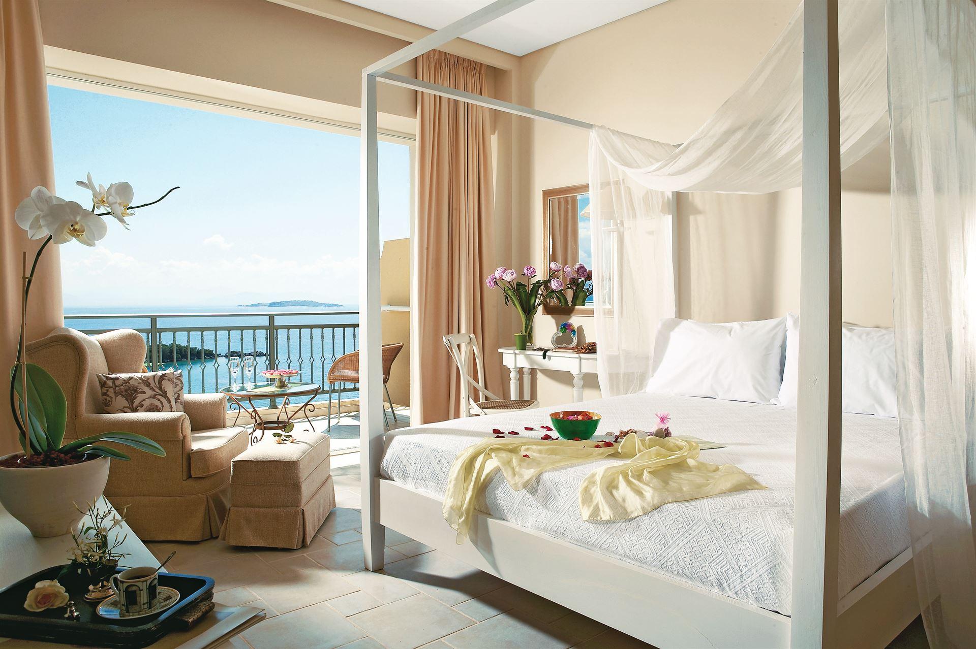 Grecotel Eva Palace: Superior Panoramic Guestroom