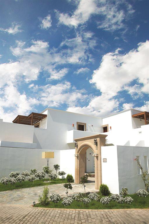 Lindian Village Hotel: river-passage-pool-suite-entrance-exterior
