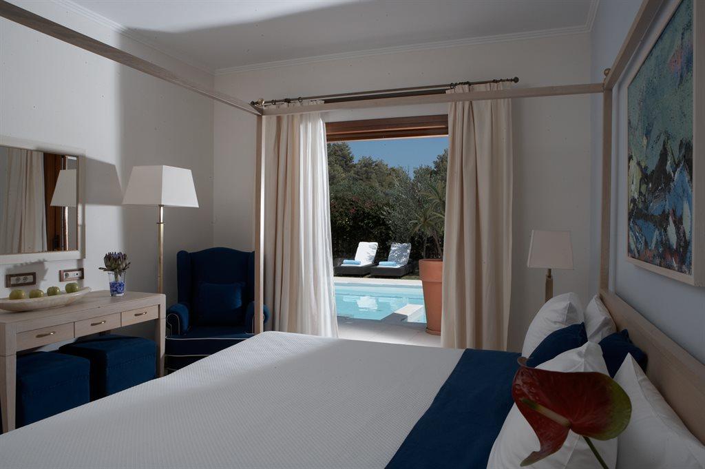 Lindian Village Hotel: river-passage-pool-suite-interior