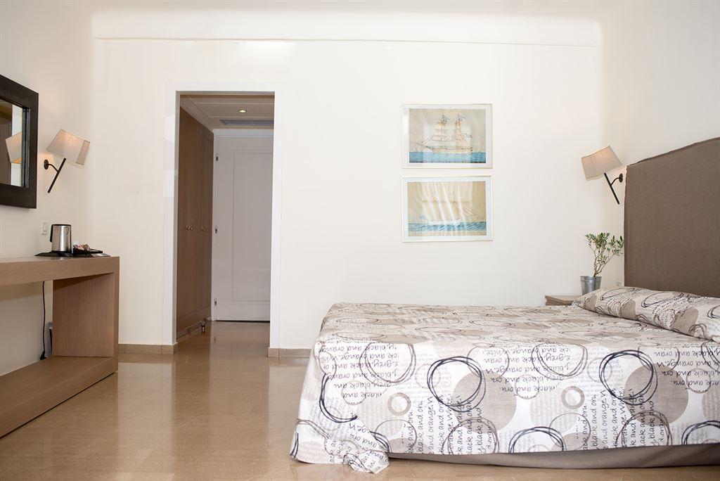 Minos Palace Hotel & Suites: Junior SV Sharing Pool