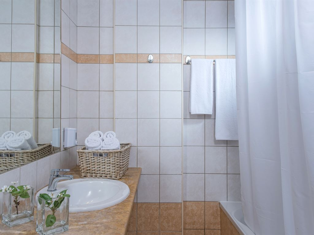 Blue Bay Resort : Bathroom MB (sample)