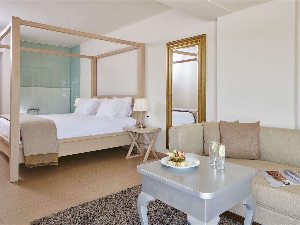 The Island Hotel: XL Room