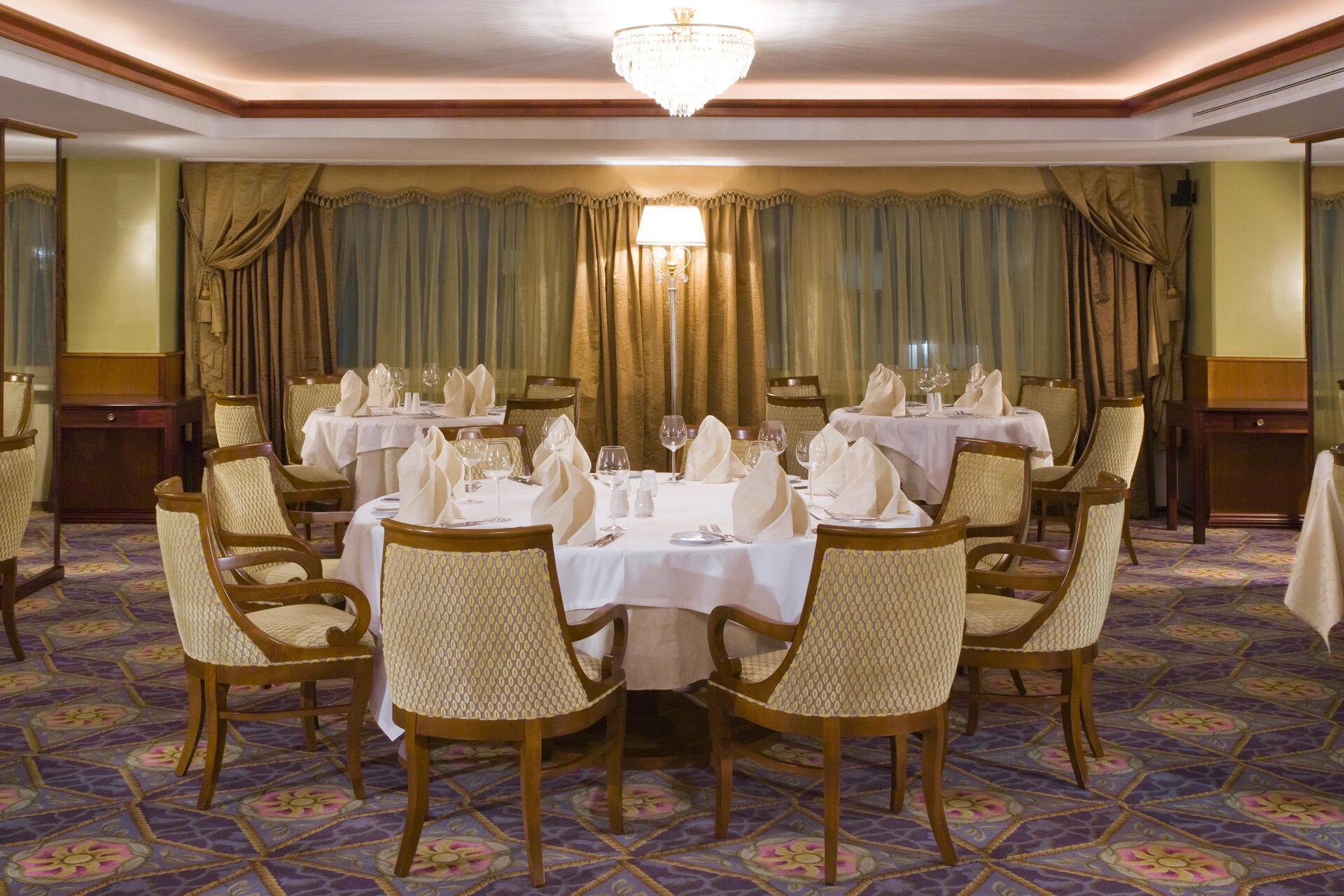 Aerostar: Restaurant