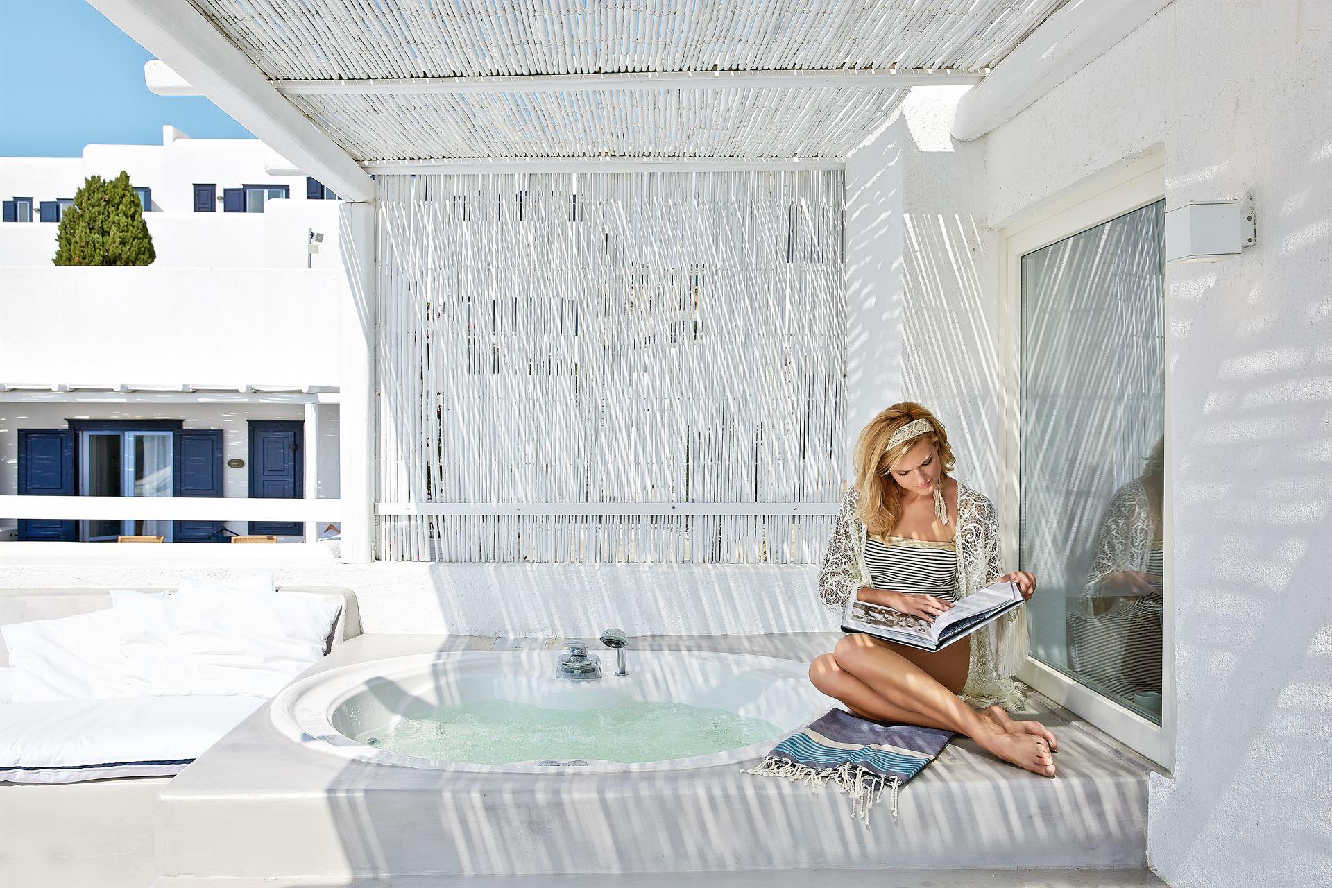 Mykonos Blu Grecotel Exclusive Resort: Exclusive Bungalow Suite Outdoor Jacuzzi