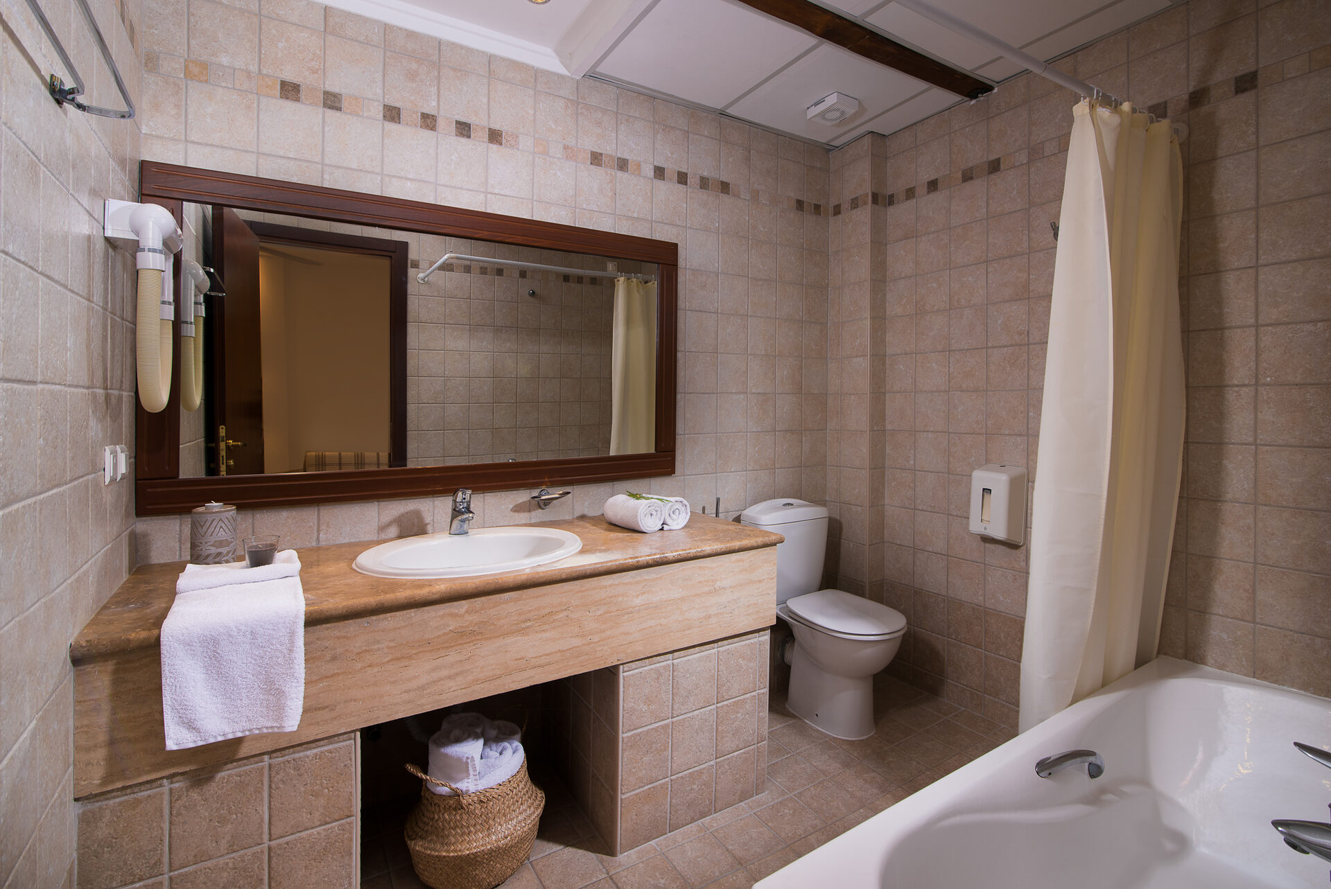 Alexandros Palace Hotel & Suites: Family GV