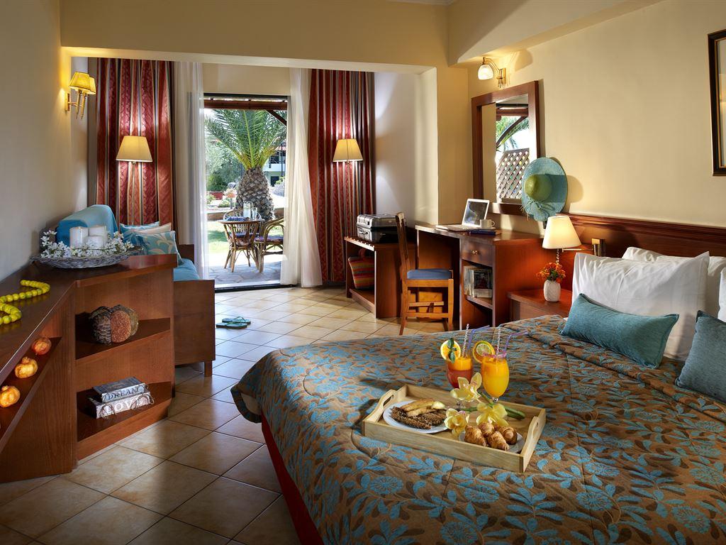 Blue Dolphin Hotel: Family Room