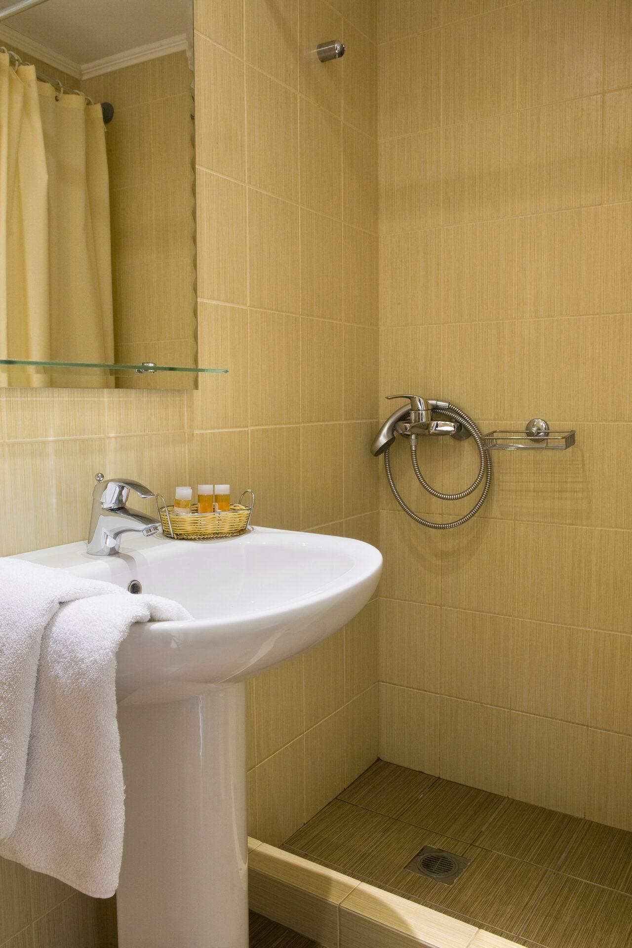 Arethusa Hotel: Room TRIPLE STANDARD