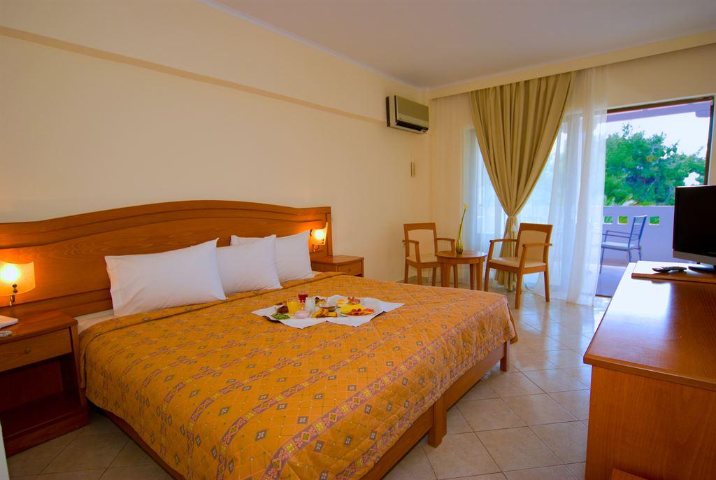 Porfi Beach Hotel: Double Room