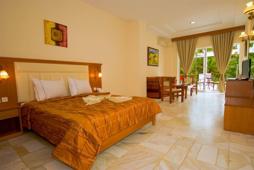 Porfi Beach Hotel: Junior Suite