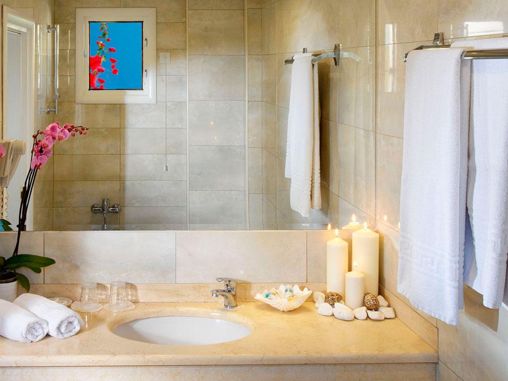 Portes Beach Hotel: Bathroom