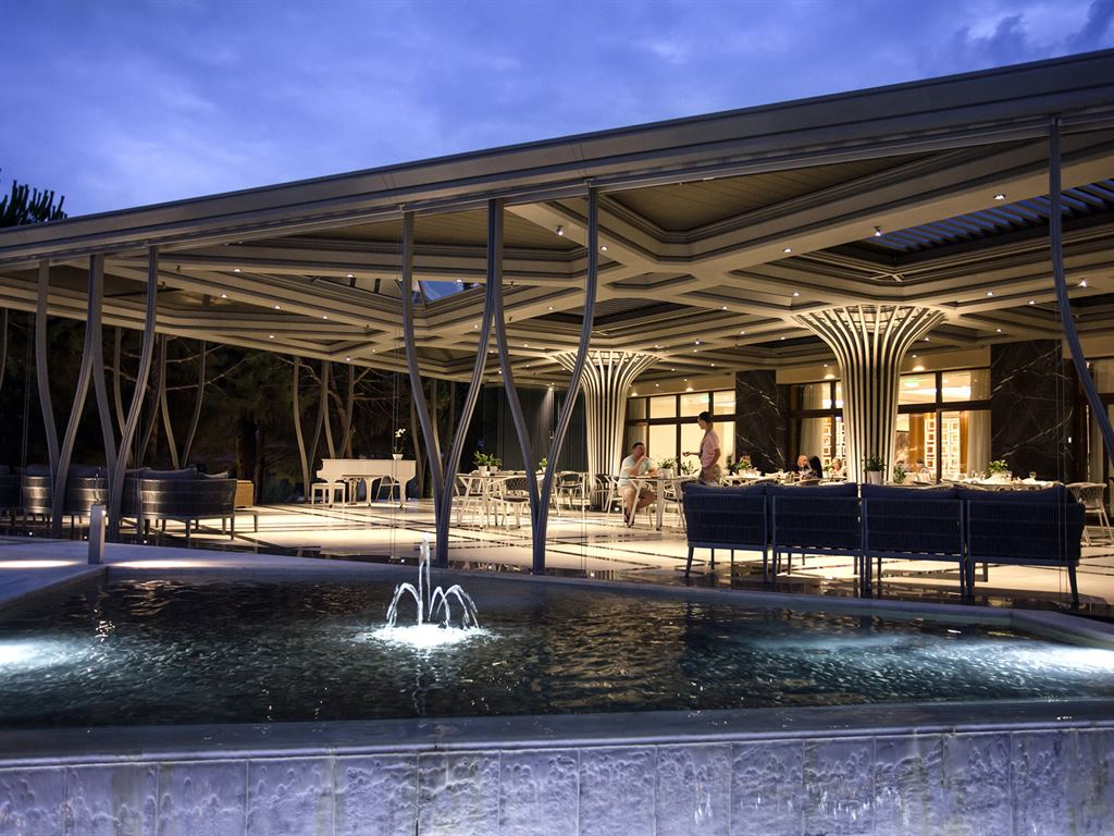 Pomegranate Wellness Spa Hotel: Main Bar Terrace