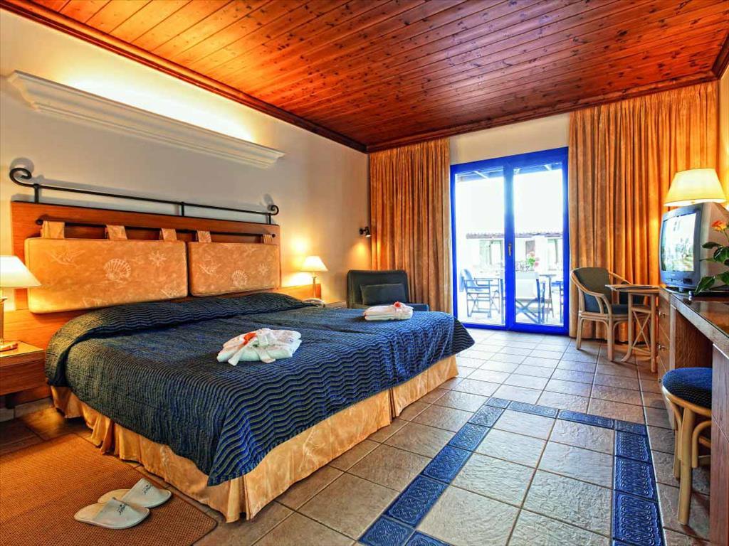 Aldemar Royal Olympian Luxury Resort & Spa: Double Pool Front