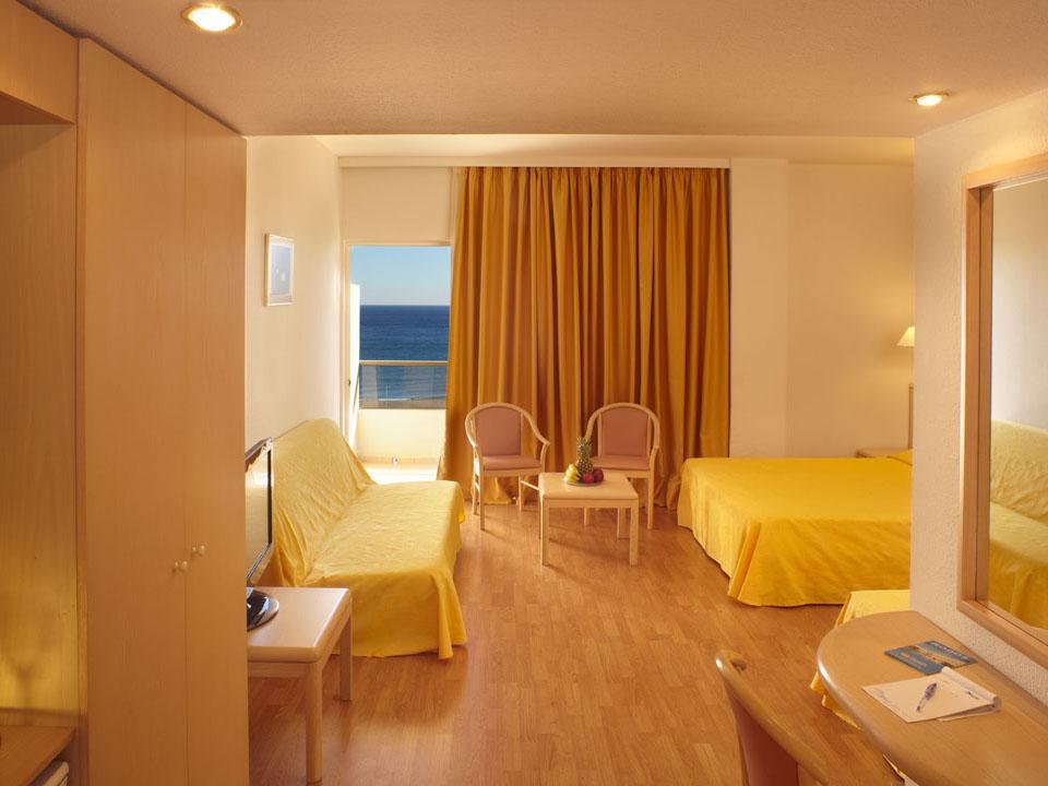 Blue Sea Beach Resort Hotel: FAMILY ROOM