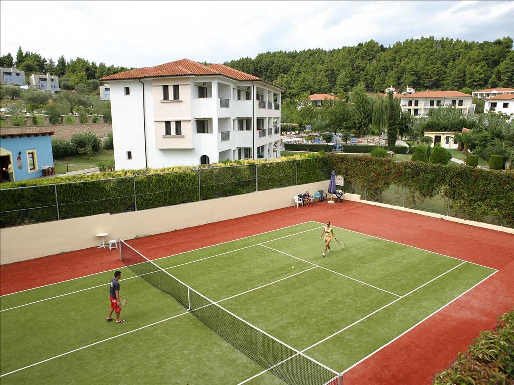 Bomo Chrousso Village Hotel: Tennis Court