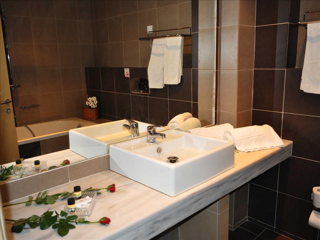 Blue Dream Palace Tripiti Resort: Bathroom
