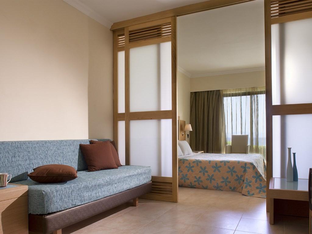 Smartline Cosmopolitan Hotel : Family Room