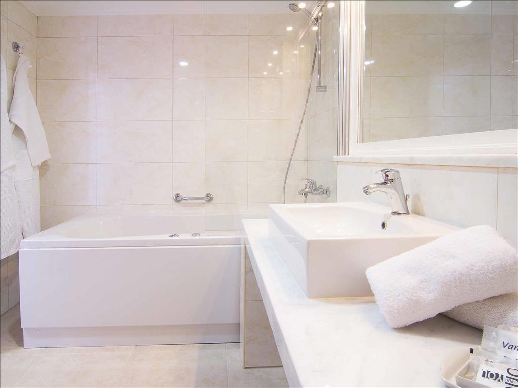 Kresten Royal Euphoria Resort: Double Room Bathroom