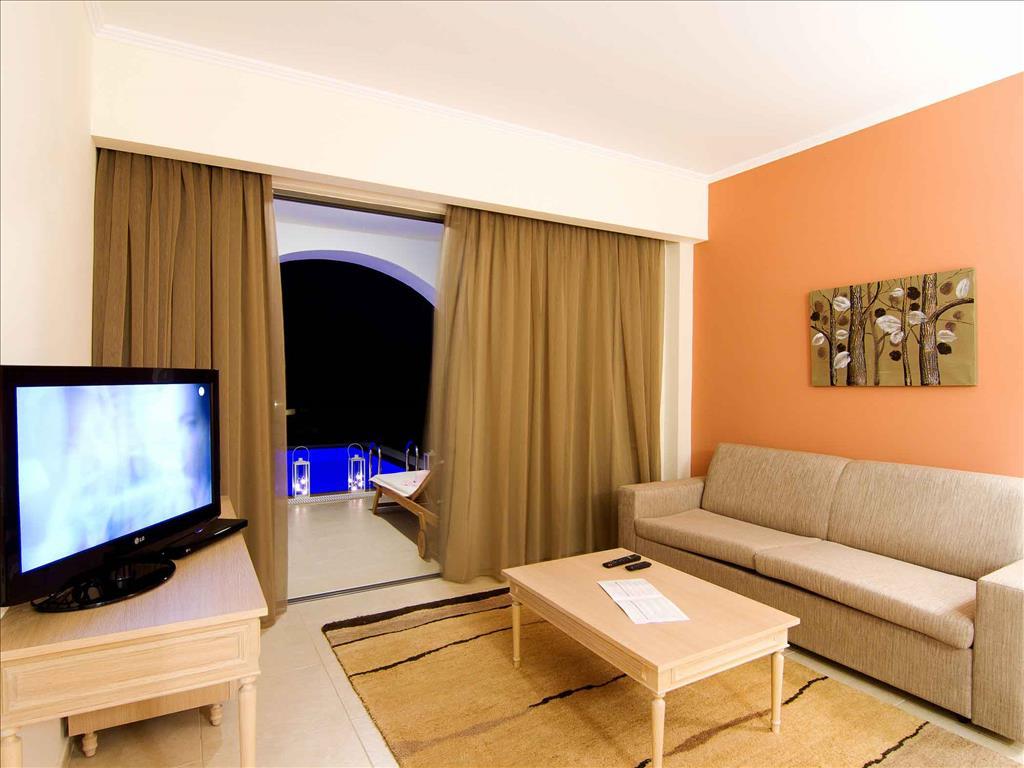 Kresten Royal Euphoria Resort: Royal Suite Living Room