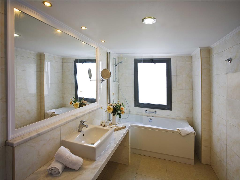 Kresten Royal Euphoria Resort: Junior Suite Bathroom