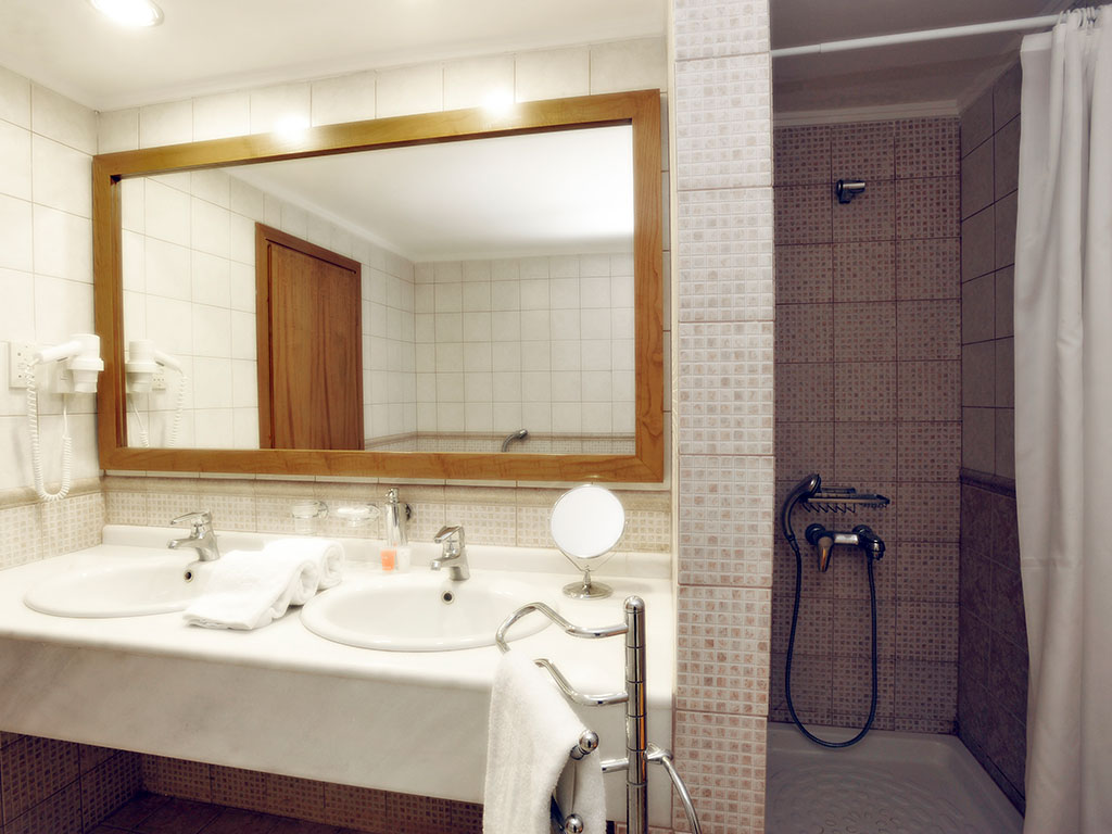 Alexander The Great Hotel: Bathroom
