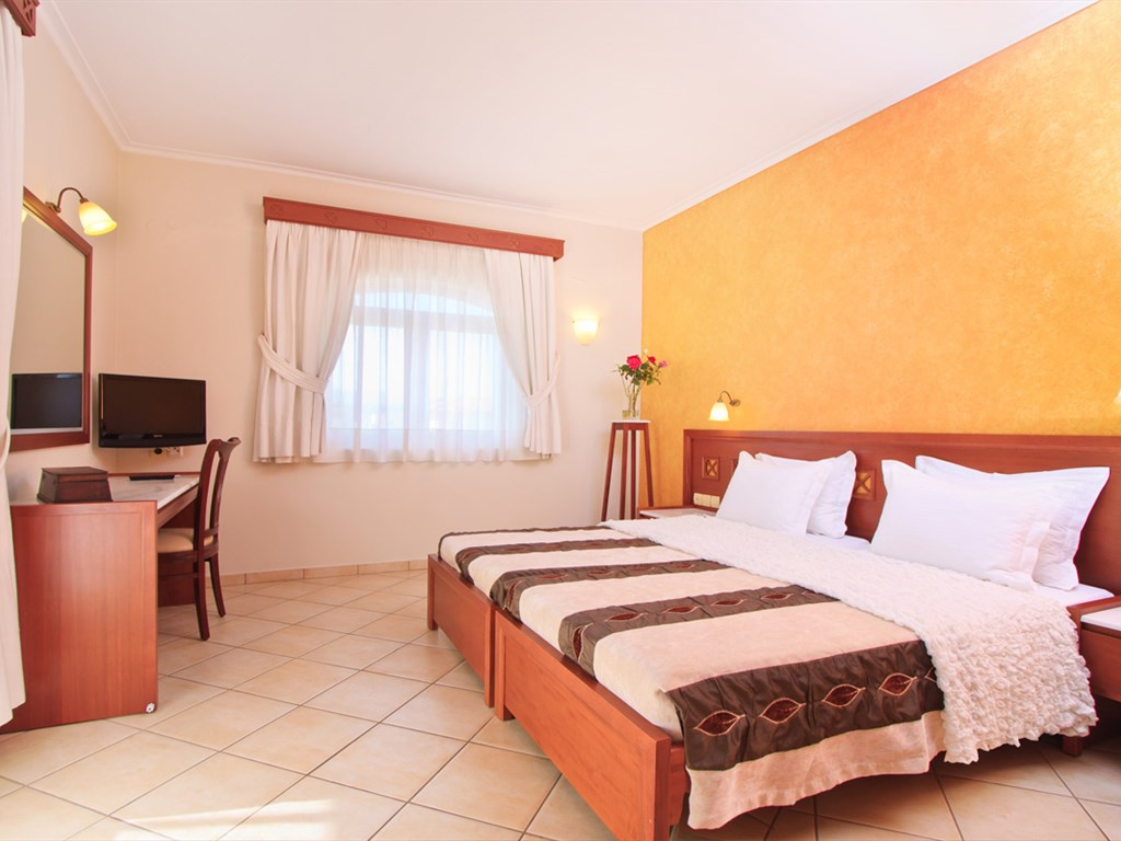 Evdion Hotel: Family Master Bedroom